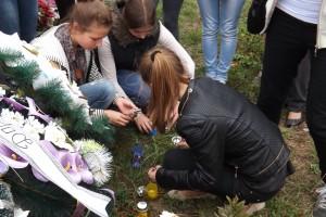 Відвідання могили Руслана Степули в  с. Костільники. Вшанування пам'яті героя, запалення свічок, покладання квітів