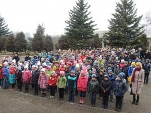 """Виконання """"Молитви за Україну"""" учасниками флеш-мобу"""